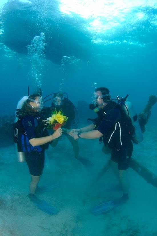 Underwater Wedding in the Cayman Islands from WeddingsAbroad.com