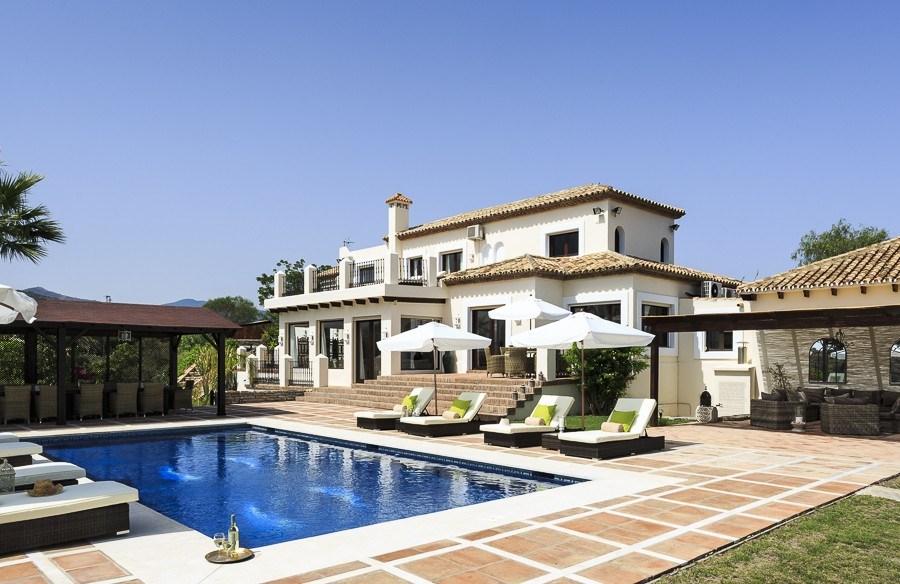 Villa Estepona - 5 Bed Villa To Rent in Estepona Spain Weddings Abroad WeddingsAbroad.com