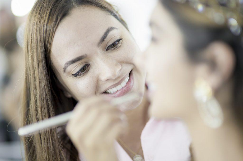 Practical Makeup Tips for Your Beach Wedding - WeddingsAbroad.com
